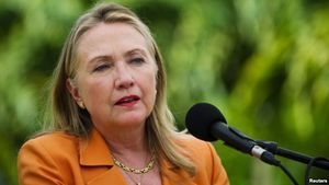 US Secretary of State Hillary Clinton speaks during a joint news conference with New Zealand's Prime Minister John Key (not pictured) in Rarotonga August 31, 2012 (Reuters photo via voanews.com)