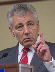 Sen. Chuck Hagel demonstrates his counting ability for the press