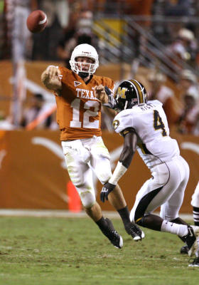 Texas QB Colt McCoy completes a pass over a Mizzou defender (photo: Billy Smith II/Houston Chronicle)